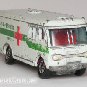 Tomica Isuzu Bus: 1979 No. 8 Isuzu Blood Bank Car Front Right