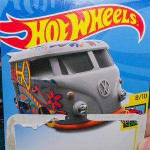 Hot Wheels Kool Kombi: 2018 #353 (Grey) Card Opened