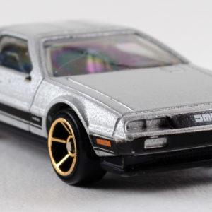 Hot Wheels '81 DeLorean DMC-12: 2011 #141 Front Right