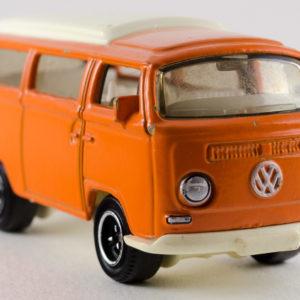 Matchbox Volkswagen T2 Bus: 2008 #79 Front Right